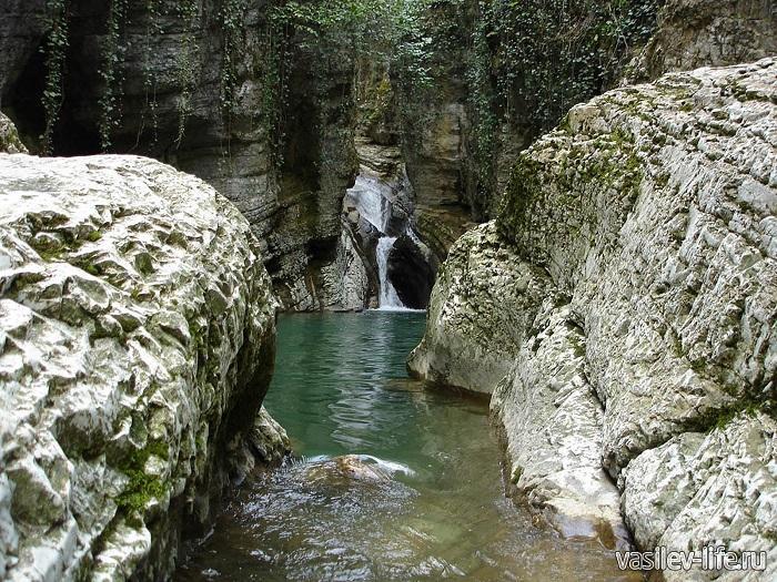 Как добраться с агурских водопадов до орлиной скалы