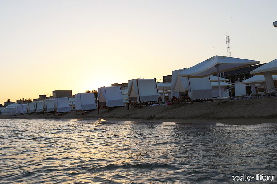 Автокемпинг «Лазурный берег» Евпатория, на пляже