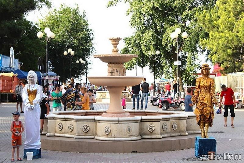 Аллея фонтанов в Евпатории 1