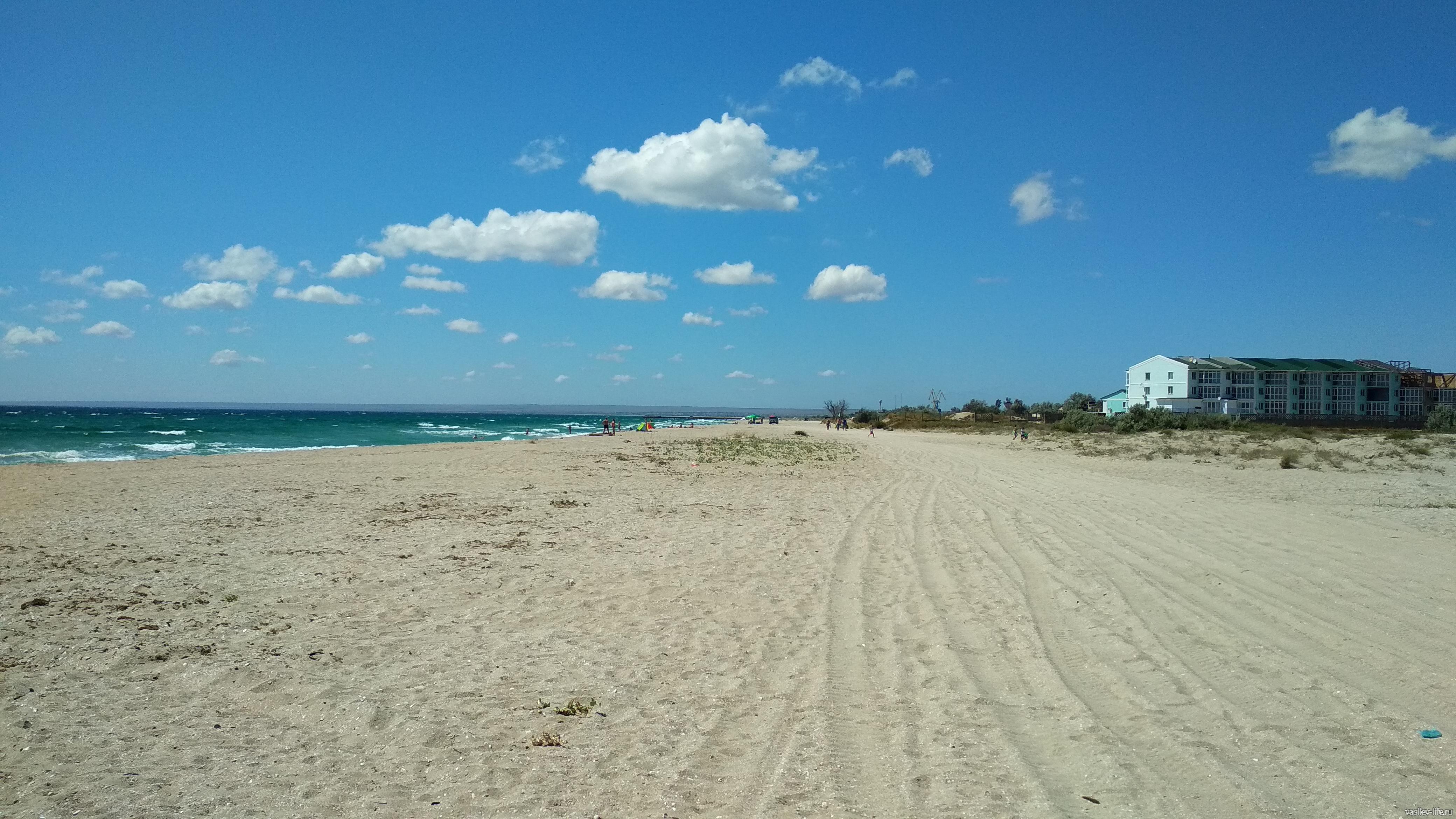 Бескрайние пляжи на косе Южная озера Донузлав