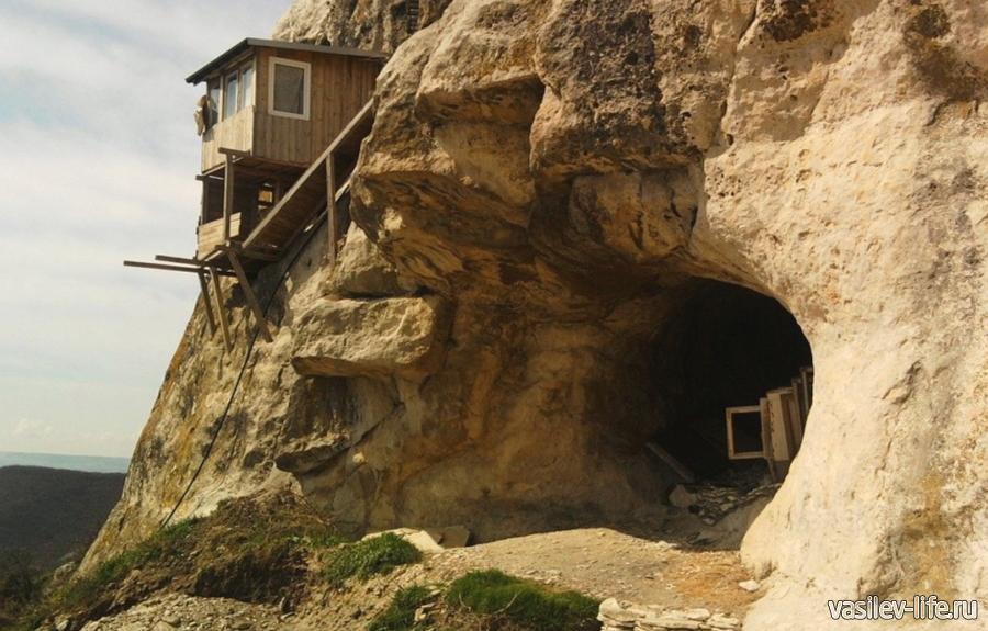 Благовещенский мужской монастырь на горе Мангуп