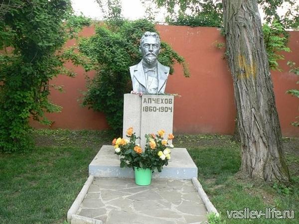 Бюст-чехова-в-Таганроге