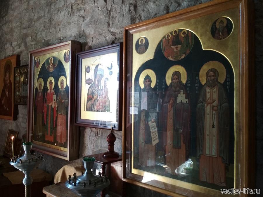 Внутри Храма Иверской иконы Божией Матери