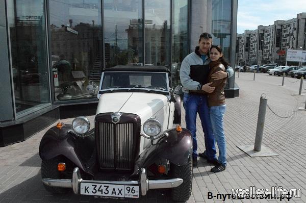 Возле-входа-в-БЦ-Высоцкий-Екатеринбург