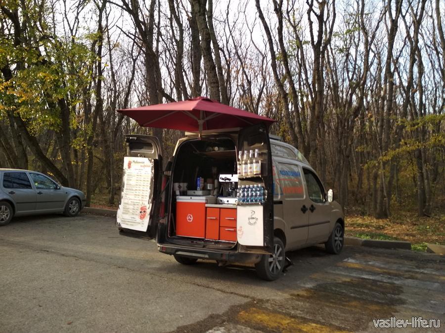 В конце прогулки можно выпить кофе (самый дешевый 80 рублей)