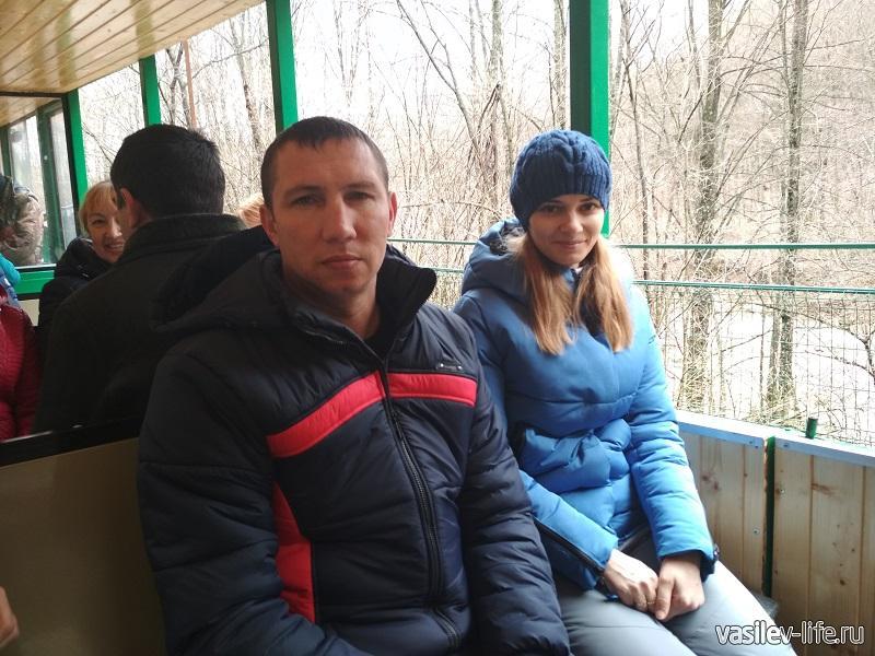 В поезде дрезина Зина