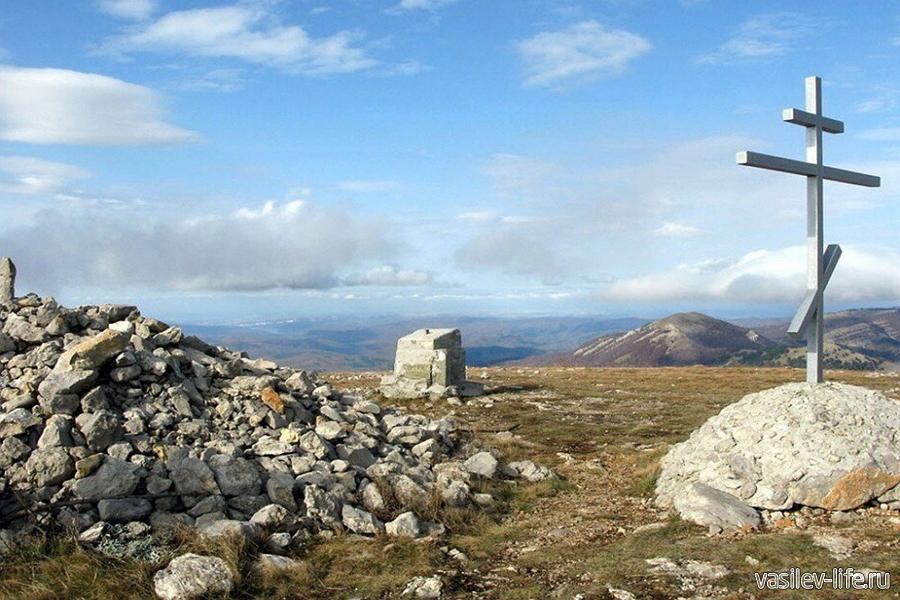 Гора Бабуган-Яйла в Крыму, на вершине Роман-Кош