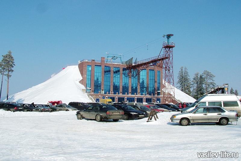 Горнолыжный курорт «Красное озеро», стоянка