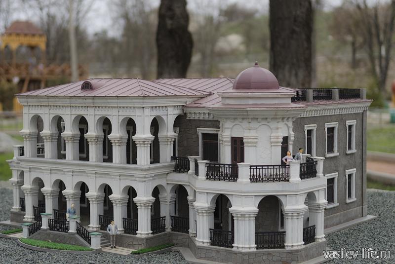 Дача Стахеева (экспозиция в парке миниатюр)