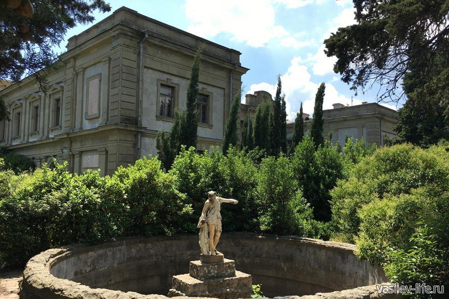 Дворец графа Мордвинова в Ялте