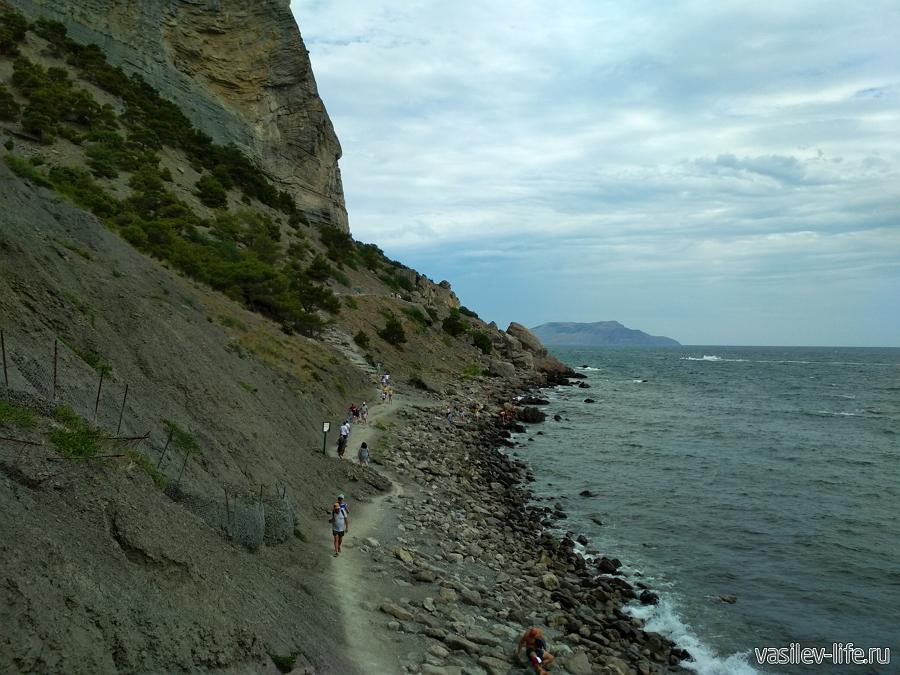 Дикий пляж в Синей бухте