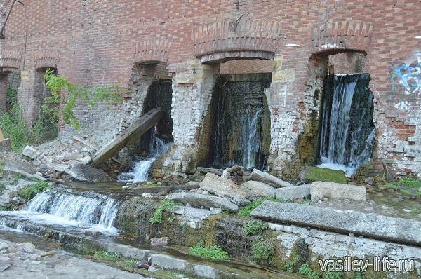 Запруда-которая-создала-бассейн-в-Парамоновских-складах