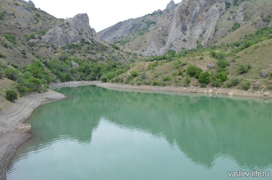 Изумрудное озеро в Зеленогорье (10)