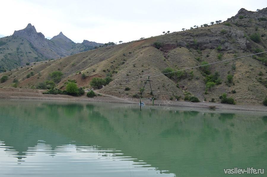 Изумрудное озеро в Зеленогорье (11)