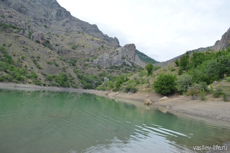 Изумрудное озеро в Зеленогорье (12)