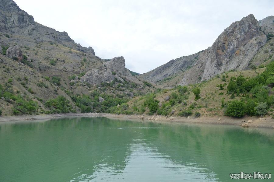 Изумрудное озеро в Зеленогорье (14)