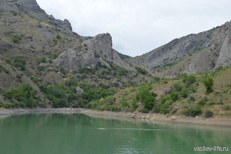Изумрудное озеро в Зеленогорье (15)