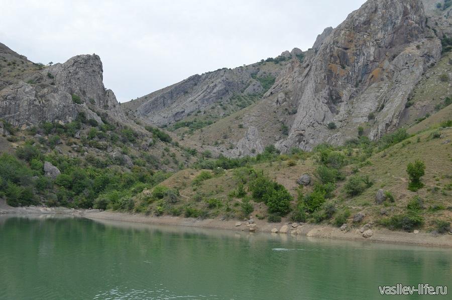 Изумрудное озеро в Зеленогорье (16)