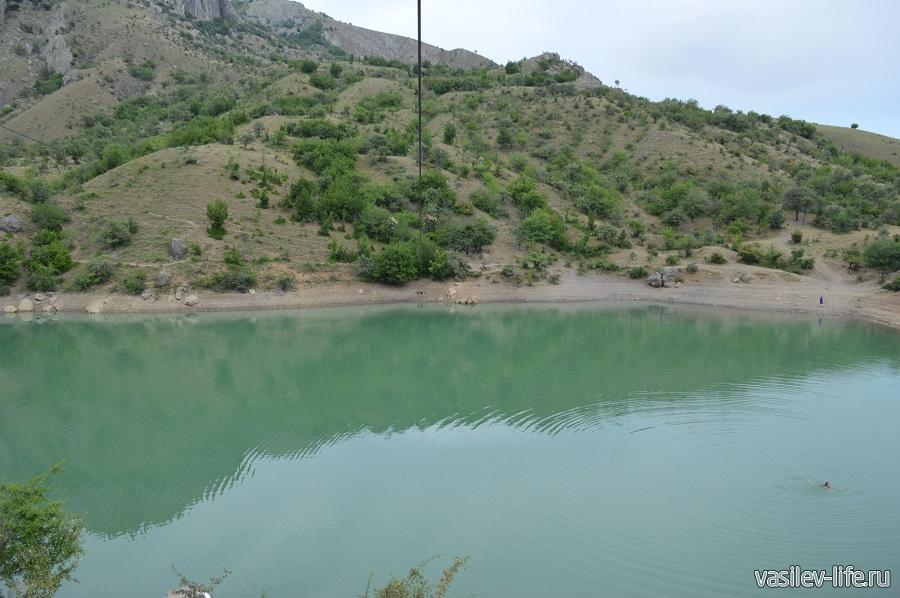 Изумрудное озеро в Зеленогорье (4)