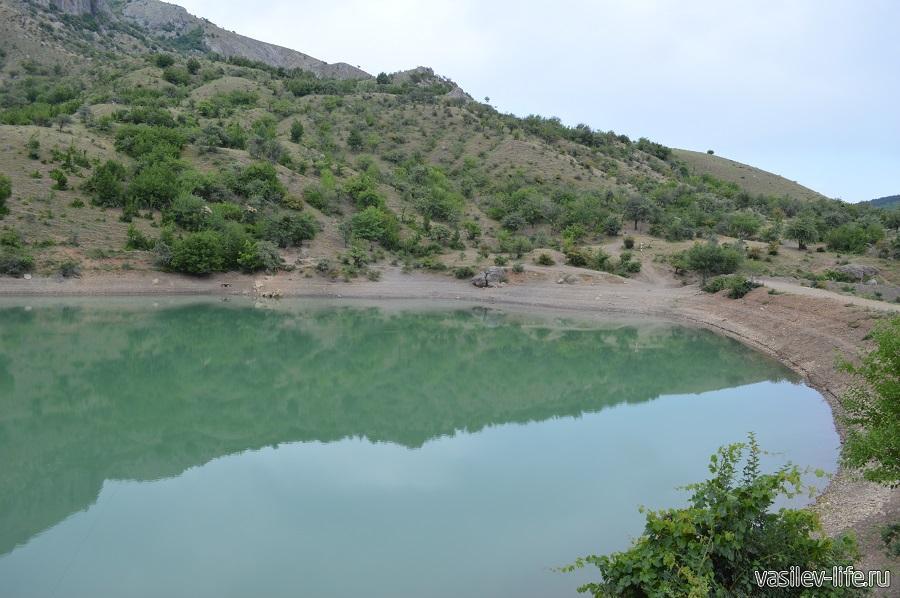Изумрудное озеро в Зеленогорье (5)