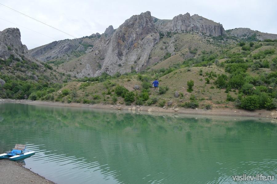 Изумрудное озеро в Зеленогорье (7)
