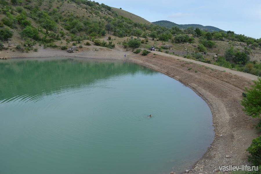 Изумрудное озеро в Зеленогорье (9)