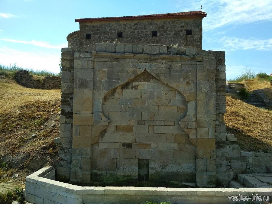 Источник воды в Феодосии