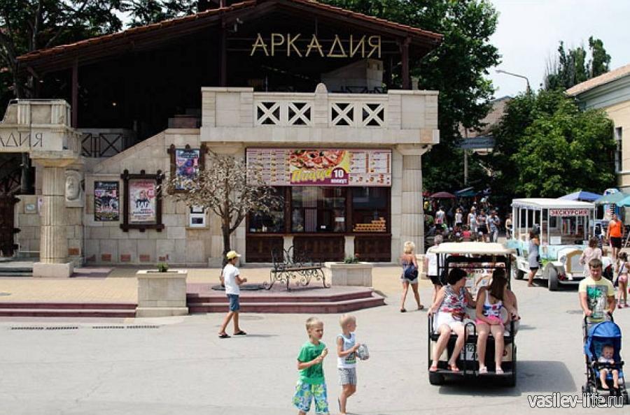 Кафе Аркадия (на набережной Феодосии)