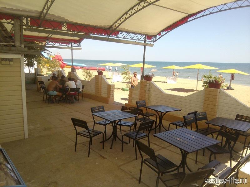 Кафе на территории ТОК Золотого пляжа