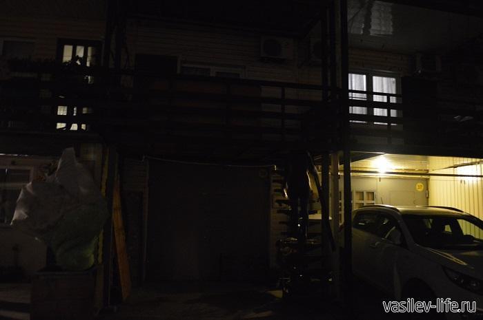 Квартира-посуточно-в-Адлере-крутая-лестница