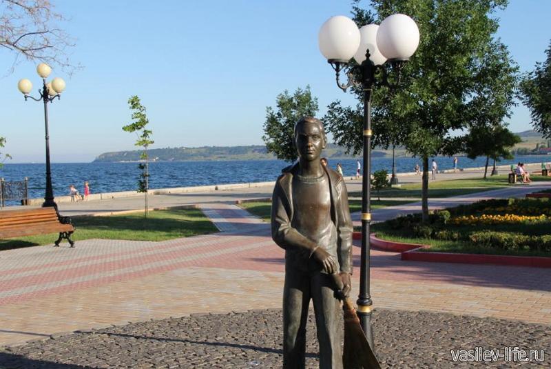 Керченская Набережная, Памятник «Школьникам»