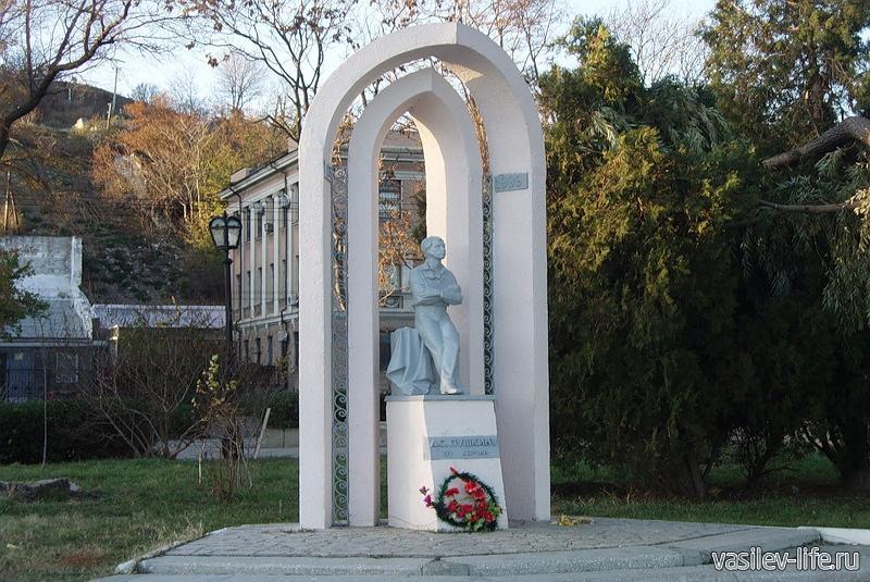 Керченская Набережная, Памятник Пушкину
