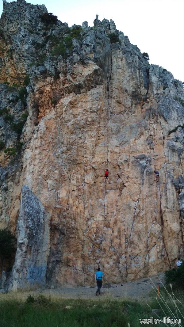 Красный камень в Гурзуфе, альпинисты