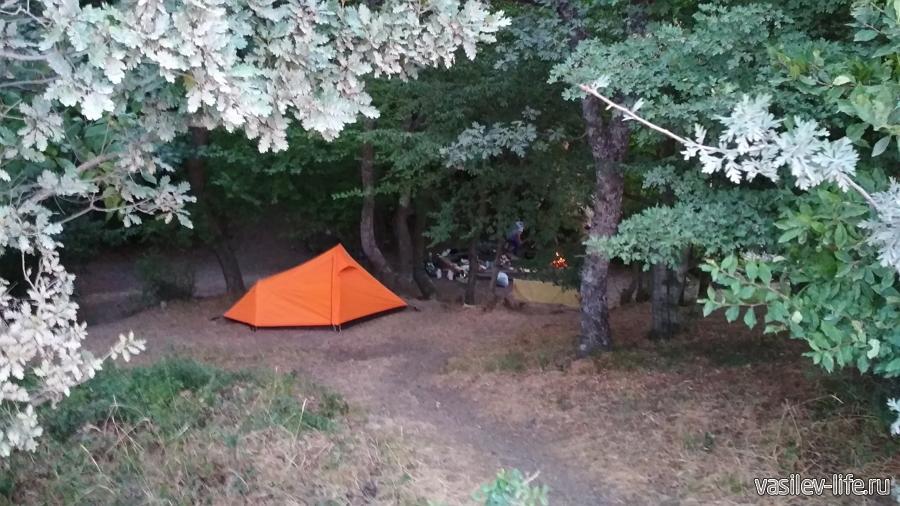 Красный камень, палатка
