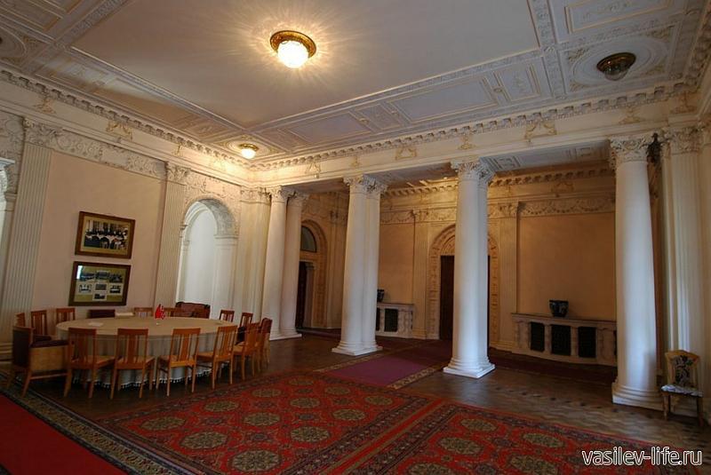 Ливадийский дворец, Ялта (вестибюль)