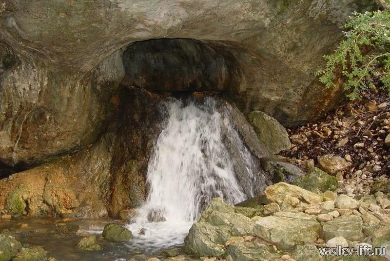 Монахова пещера и водопад
