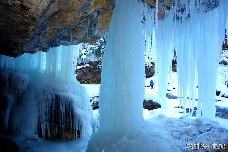 Монахова пещера и водопад 3