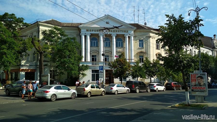 Морская библиотека им. М.П. Лазарева в Севастополе
