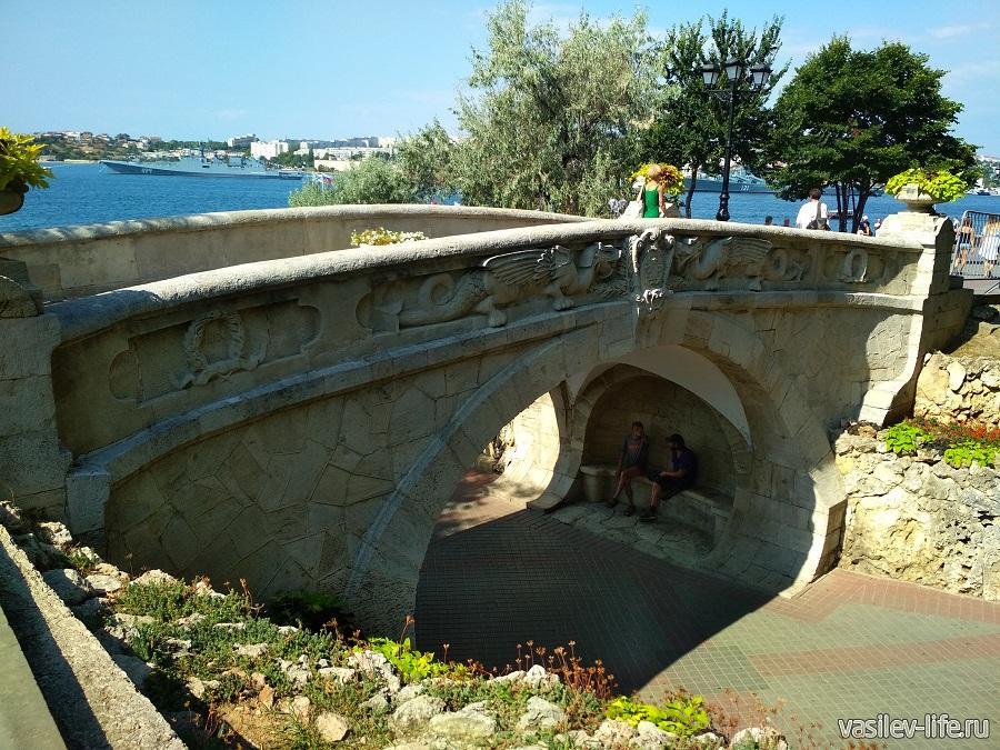 Мост влюбленных в Севастополе