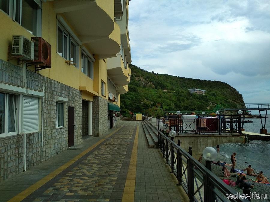 Никитский пляж в районе гостевого дома Сон у моря (10)