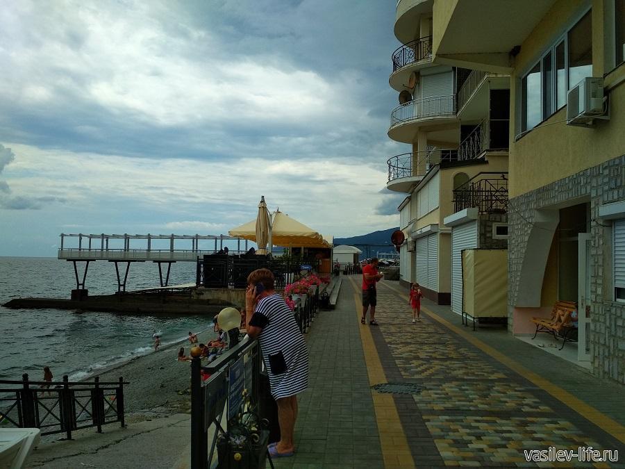Никитский пляж в районе гостевого дома Сон у моря (11)