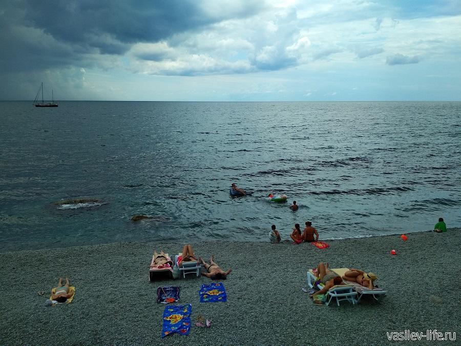 Никитский пляж в районе гостевого дома Сон у моря (14)