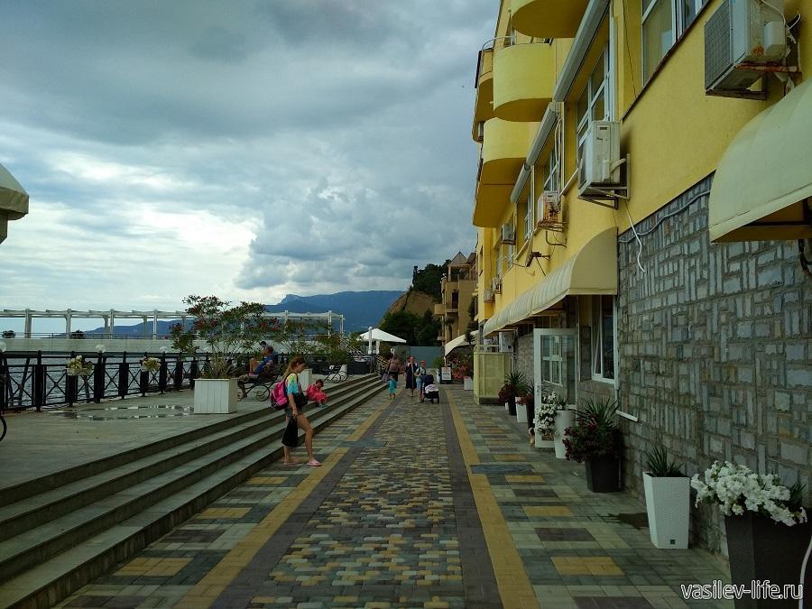 Никитский пляж в районе гостевого дома Сон у моря (15)