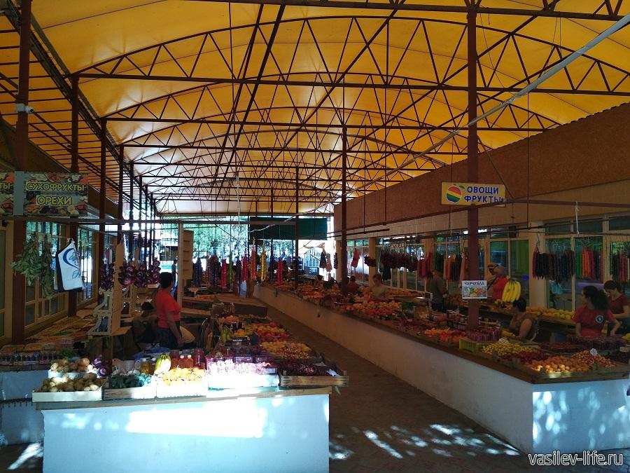 Овощной рынок в Судаке (на Кипарисовой аллее)