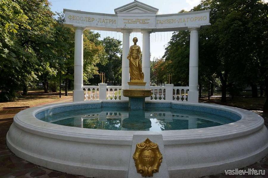 Памятник «Доброму гению» в Феодосии