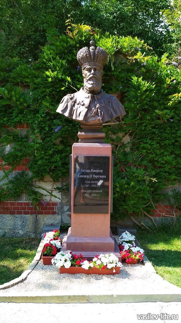 Памятник Александру 3 в Массандровском дворце