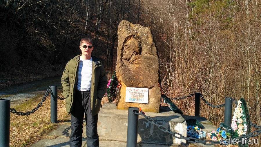 Памятник А. Андрееву