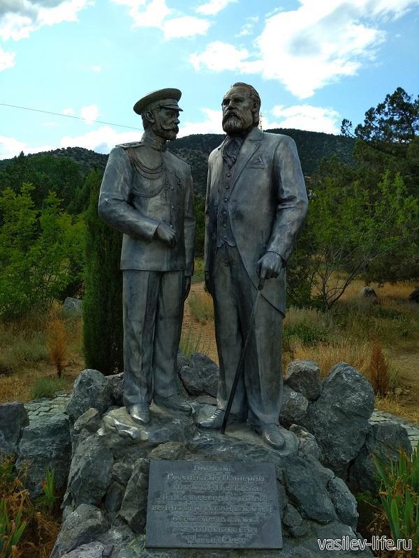 Памятник Голицыну и Николаю II