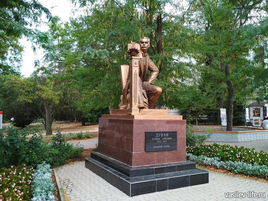 Памятник Дувану
