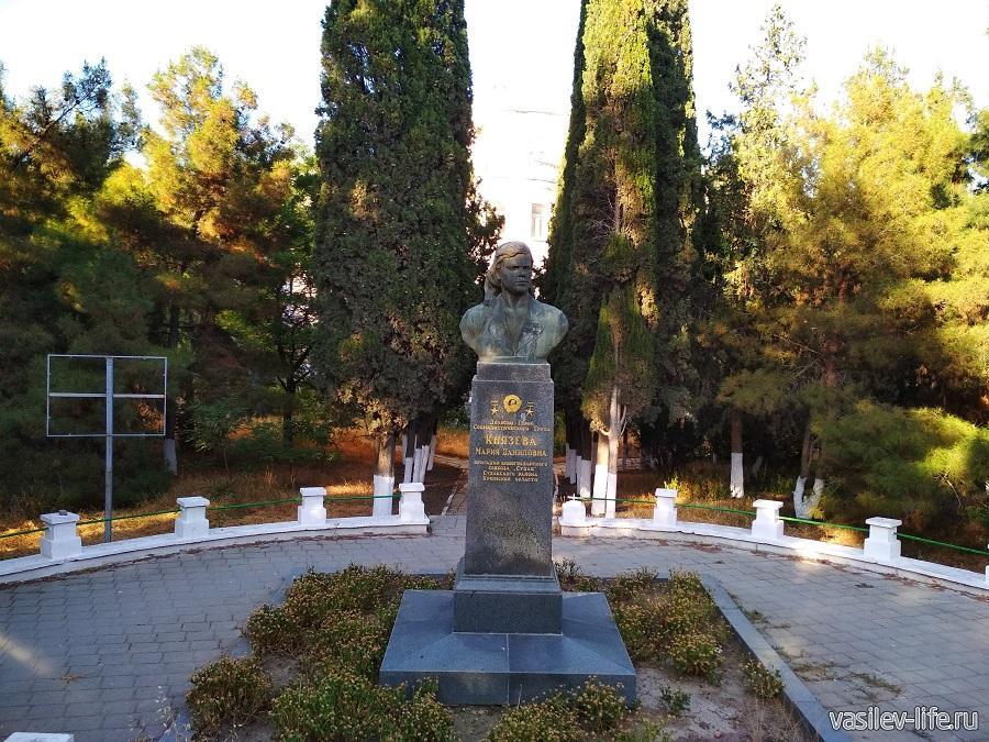 Памятник Князевой в Судаке
